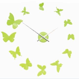 Vægur med sommerfugle som tal