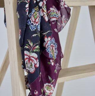 Bordeaux og sort blomstret silke tørklæde