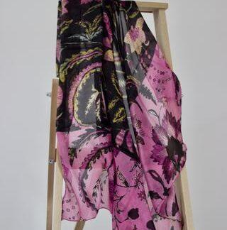 Sort og rosa blomstret silke tørklæde