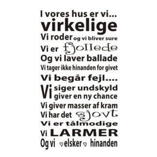 I Vores Hus Er Vi Virkelige, wallsticker. 51x90cm