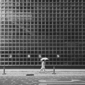 White Umbrella af Julie Aucoin